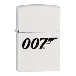 Zapalovač Zippo James Bond, satin-Benzínový zapalovač Zippo James Bond 60004202. Zapalovač Zippo v bílém satin provedení se známým logem James Bond 007 je dodávaný v originální krabičce s logem. Zapalovače Zippo nejsou při dodání naplněné benzínem. Správné fungování zapalovače zajistíte originálním příslušenstvím: benzín Zippo 3141 Fluid, kamínky Zippo Flint, knoty Zippo Wick a vata do zapalovače Zippo.