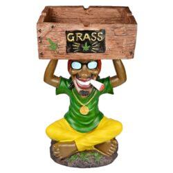 Cigaretový popelník Rasta Grass, 45cm-Velký popelník Rasta Grass. Barevný polyresinový popelník s oblíbenou figurkou Rasta. Popelník vhodný nejen pro kuřáky cigaret je vybavený čtyřmi odklady. Rozměry prostoru na popel: 22,5x14x7,5cm, rozměry celého popelníku: 45x26x23cm.