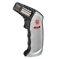 Stolní zapalovač Eurojet Bruno Jet stříbrný-Kvalitní stolní zapalovač Eurojet Bruno Jet. Tryskový zapalovač je vhodný nejen k zapálení doutníků, ale také na podpalování krbů, grilů či uhlíků do vodní dýmky nebo jako flambovací pistole pro přípravu Creme Brulée a podobných pokrmů. Kovový zapalovač v černo stříbrné kombinaci je precizně vyrobený CNC technologií. Zapalovač s jednou tryskou je na čelní straně vybavený ovladačem intenzity plamene, pojistkou proti zapálení a aretací stálého plamene. Na spodní straně najdeme ventil pro plnění zapalovače. Rozměry: 16x8,7x6,5cm. Stolní zapalovač je dodávaný v kartonové krabičce.