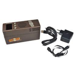 Zvlhčovač elektrický Cigar Oasis Plus 3.0, digitální-Plně automatický digitální zvlhčovač Cigar Oasis Plus 3.0 do humidoru s možností nastavení udržované vlhkosti. Oblíbený elektrický zvlhčovač Cigar Oasis Plus 3.0 je sice velikostí stejný, jako typ Excel 3.0, ale jeho výkon je cca 2,5x větší. Základní rozdíl je ve změně průtoku vzduchu a jiném typu vodního zásobníku. Výkonný zvlhčovač řízený mikroprocesorem je dodávaný s objemově větším vodním zásobníkem, který využívá k absorbování pěnu, která zamezuje vytékání vody. Automatický zvlhčovač Cigar Oasis Plus 3.0 je novinkou této značky v tomto segmentu zvlhčovačů a je určený pro humidory s kapacitou 300 až 1000 doutníků nebo objemem humidoru 0,046 - 0,25 metrů kubických, kterým poskytne konzistentní dlouhodobou kontrolu vlhkosti bez údržby. Doutníky díky výborné cirkulaci vlhkosti není nutné otáčet, jelikož jsou rovnoměrně provlhčené. Zvlhčovač je dodáván s znovunaplnitelnou vodní kazetou (naplněná kazeta vydrží cca 2 měsíce) a automatikou, která po nastavení požadované vlhkosti, tuto vlhkost v humidoru konstantně udržuje. Vodní kazetu je nutné plnit pouze destilovanou vodou. Díky vestavěné technologii Smart Humidor a WIFI modulu, můžete digitální zvlhčovač ovládat z telefonu pomocí aplikace, kterou si stáhnete. Podsvícený displej a ovládací prvky umožní velmi jednoduché nastavení. Na displeji najdete informace o nastavené požadované vlhkosti, o aktuální vlhkosti, teplotě a indikaci docházející destilované vody v zásobníku. Provoz automatického zvlhčovače zajišťuje externí síťové napájení. Obsah balení: zvlhčovač, vodní kazeta, napájecí adaptér, potřebné kabely. Délka délka napájecího kabelu 1,75m. Rozměr zvlhčovač (včetně vodní kazety): 15,5x8,7x5,2cm.  a target=_blank href=https://youtu.be/tV_VPWVGXlY3D prezentace produktu/a