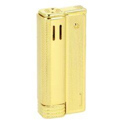 Benzínový zapalovač Angel Austria Gold-Stylový benzínový zapalovač Angel Austria Gold. Kovový kamínkový zapalovač rakušák v zlatém lesklém provedení a texturovaným povrchem. Stisknutím a odklopením horního krytu zapalovače škrtneme kamínkem a plamen se zapálí. Ve spodní části zapalovače najdeme vysunovací zásobník s vatou pro absorbování benzínu. Benzínový zapalovač je dodávaný nenaplněný v dárkové krabičce. Rozměry zapalovače:6,4x2,8x1,6cm.