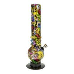Bong akrylový Graffiti žlutočervený 26cm-Akrylový bong Graffiti. Transparentní žlutočervený bong s potištěným povrchem atraktivním motivem Graffiti. Rovný akrylový bong je vyrobený z tvrzeného plastu tloušťky 2,5 mm. Plastový bong je vybavený kovovým dvoudílným chillumem se šroubovacím kotlíkem se sítkem.   Výška: 26 cm Vnitřní průměr bongu: 3,5 cm Vnější průměr bongu: 4,0 cm Průměr hrdla: 4,0 cm Socket chillumu: 9,5 mm Sítko do bongu: 17mm Materiál: akryl (tvrzený plast)