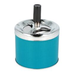 Cigaretový popelník kovový otočný 9cm, blue-Nejen venkovní cigaretový popelník otočný Blue. Malý samozhášecí kovový popelník na cigarety v modrém lesklém provedení kombinovaný s chromem. Průměr popelníku 9 cm, celková výška 12,4 cm.