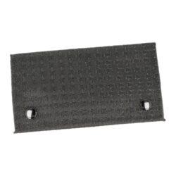 Pouzdro na tabák Faro Dark-Pouzdro na tabák Faro Dark. Látkové pouzdro na tabák je v černém matném provedení s jemným bílým vzorem. Po rozevření pouzdra najdeme kapsu na tabák, dvě uzavíratelné kapsy na zip vhodné pro další kuřácké potřeby a kapsu na papírky. Celé pouzdro se zavírá na dva patenty. Odolná látka ze které je pouzdro na tabák vyrobené, je omyvatelná.   Rozměry zapnutého pouzdra (Š x H x V): 160 x 15 x 90 mm