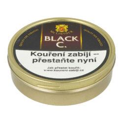 Dýmkový tabák McLintock Black Cherry, 100g-Dýmkový tabák McLintock Black Cherry. Tabákovou směs tvoří Black Cavendish a malé množství řeckého Orientu, díky kterému získá jemně kořeněný nádech. Nadále je směs dochucena přírodními látkami a extraktem z černých třešní. Tímto vznikne příjemná tabáková směs s výraznou ovocnou vůní. Balení plechová krabička 100g.