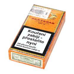 Doutníky Partagas Mini, 10ks-Kubánské doutníky Partagas Mini. Malé doutníčky příjemné tabákové vůně, to jsou suché doutníky Partagas Mini. Intenzivní, bohaté a zemité aroma ocení nejen znalec, ale i příležitostný kuřák. Strojově balené doutníky jsou vyráběné z kvalitních kubánských tabáků, takže kvalita je zaručena jako u jiných doutníků této značky. Ideální doutník pro krátké pokouření s přáteli u dobrého drinku. Doba hoření je cca 15-20 minut. Doutníky jsou balené po 10 ks v kartonové krabičce a prodávají se pouze po celém balení.  Délka: 82 mm Průměr: 0,8 mm Velikost prstýnku: 20 Tvar/velikost doutníku: Cigarillo Typ doutníku dle skladování: doutník suchý  Původ doutníku: Kuba Krycí list: Kuba Natural (Vuelta Abajo) Vázací list: Kuba Natural (Vuelta Abajo) Náplň: Kuba natural Síla tabáku: medium