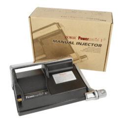 Plnička dutinek Powermatic 1+ ZORR, páková-Plnička cigaretových dutinek Powermatic 1+ ZORR v černém provedení. Manuální páková plnička umožňuje plnit cigaretové dutinky jednotlivě jedním pohybem. Robustní tlaková plnička je určená pro plnění dutinek klasické velikosti King Size nebo dlouhých dutinek 100 mm o průměru 8 mm. Cigaretové dutinky jsou plněné pomocí kovového hrotu. Kryt kovového mechanismu a páka jsou vyrobené z odolného plastu. Ruční páka se na rozdíl od ostatních pákových plniček posouvá shora dolů (ne ze strany na stranu), což umožňuje snadné a rychlé plnění. Vyrobení vlastní cigarety je rychlé a jednoduché - zvednutím páky odklopíte kryt komory na tabák a naplníte ji svojí oblíbenou směsí. Cigaretovou dutinku nasadíte na hrot. Plničku přidržíte a jednoduchým pohybem - stlačením páky dolů naplníte dutinku tabákem a cigareta je hotová. Pro správné naplnění dlouhých stovkových dutinek je nutné tabák více napěchovat do krajů komory pro tabák. Spodní kryt kovového mechanismu je vybavený protiskluzovými gumovými podložkami, které zabraňují pohybu plničky při plnění. Cigaretová páková plnička Powermatic 1+ ZORR obsahuje v balení čistící jehlu a štětečky. Rozměry plničky: 21,5x14,5x9 cm. Vnější průměr kovového hrotu 8 mm. Plnička je dodávaná v kartonové krabici.  a target=_blank href=https://youtu.be/ZGZHweqmWbYPáková plnička dutinek Powermatic 1+ ZORR - video, jak plnit cigaretové dutinky v plničce/a