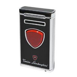 Doutníkový zapalovač Lamborghini Pergusa, černý-Luxusní doutníkový zapalovač Tonino Lamborghini Pergusa s kombinací dvou typů plamenů. Kvalitně zpracovaný tryskový zapalovač na zapalování doutníků obsahuje na spodní straně integrovaný vyštípávač, nastavení intenzity plamene a ventil pro plnění zapalovače. Po stisknutí čelního tlačítka se současně zapálí normální a turbo plamen. Na zadní straně najdete okénko, kde je možné vidět hladinu plynu v zapalovači. Doutníkový zapalovač je dodáván v kožené krabičce vyložené jemným sametem. Výška 7cm.