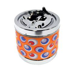 Cigaretový popelník Retro, kovový-Cigaretový popelník Retro s přiklápěcím mechanismem prostoru pro popel. Popelník na cigarety je kovový. Průměr 6,5cm, výška 7cm. Cena je uvedena za 1 ks. Před odesláním objednávky uveďte číslo barevného provedení do poznámky.