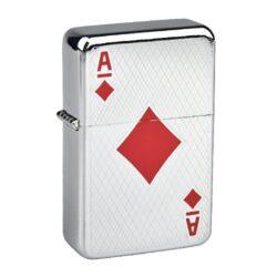 Benzínový zapalovač Angel Poker-Benzínový zapalovač Angel Poker. Povrch zapalovače je v lesklém chromovém provedení, čelní strana je zdobená gravírováním a karetním motivem. Zadní strana zapalovače je hladká. Benzínový zapalovač je dodáván bez náplně. Výška zapalovače 5,5cm. Před odesláním objednávky uveďte číslo barevného provedení do poznámky.