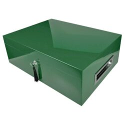 Humidor na doutníky Villa Spa zelený-Stolní humidor na doutníky Villa Spa s kapacitou cca 80 doutníků. Precizně zpracovaný humidor v tmavém zeleném odstínu a povrchem v atraktivním vysokém lesku je vybavený plně automatickým zvlhčovačem Cigar Spa. Uzamykatelný humidor vyložený cedrovým dřevem obsahuje 2x šuplík na doutníky a 4x přepážku, kterou je možné variabilně měnit prostor. Na stranách humidoru jsou umístěna kovová madla s efektním broušeným povrchem. Rozměr: 43x32x15 cm.  Humidory jsou dodávány nezavlhčené, proto Vám nabízíme bezplatnou volitelnou službu Zavlhčení humidoru, kterou si vyberete v Souvisejícím zboží. Nový humidor je nutné před prvním uložením doutníků zavlhčit, upravit a ustálit jeho vlhkost na požadovanou hodnotu. Dobře zavlhčený humidor uchová Vaše doutníky ve skvělé kondici.  a target=_blank href=..\www\prilohy\Návod_k_použití_humidoru.pdfNávod k použití humidoru - PDF/a