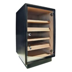 Humidor na doutníky Cabinet Black skříňový-Skříňový humidor na doutníky s kapacitou cca 120-150 doutníků. Humidor cabinet je dodáván s vlhkoměrem, zvlhčovačem a čtyřmi policemi. Vnitřek humidoru je vyložený cedrovým dřevem. Rozměr: 66x44x41 cm.  Humidory jsou dodávány nezavlhčené, proto Vám nabízíme bezplatnou volitelnou službu Zavlhčení humidoru, kterou si vyberete v Souvisejícím zboží. Nový humidor je nutné před prvním uložením doutníků zavlhčit, upravit a ustálit jeho vlhkost na požadovanou hodnotu. Dobře zavlhčený humidor uchová Vaše doutníky ve skvělé kondici.