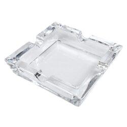 Doutníkový popelník skleněný, Angelo-Skleněný doutníkový popelník na 4 doutníky Angelo. Transparentní hranatý popelník ve tvaru čtverce je precizně vyrobený z kvalitního skla. Masivní skleněný popelník na doutníky je vybavený čtyřmi odkladovými místy o šířce 2cm. Doutníkový popelník je dodávaný v kartonové krabici. Rozměry popelníku: 14,5x14,5x3,5cm.