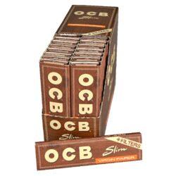 Cigaretové papírky OCB Virgin Slim+Filters-Cigaretové papírky OCB Virgin Slim+Filters. Papírky jsou vyrobené z ultratenkého neběleného papíru. Knížečka obsahuje 32 papírků + 32 papírových filtrů. Rozměry papírku: 44x109mm. Prodej pouze po celém balení (displej) 32ks. Cena je uvedená za 1ks.