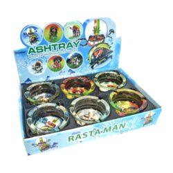 Cigaretový popelník Rasta, skleněný-Cigaretový popelník skleněný Rasta. Popelník na cigarety má průměr 8cm. Cena je uvedena za 1 ks. Před odesláním objednávky uveďte číslo barevného provedení do poznámky.
