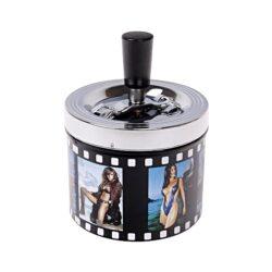Cigaretový popelník otočný Ladies, kovový-Cigaretový popelník otočný Ladies. Samozhášecí popelník na cigarety je kovový, průměr 9,5cm.