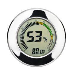 Vlhkoměr Angelo, 65mm, digitální-Digitální vlhkoměr Angelo, kterým přesně zjistíte okamžitou vlhkost v humidoru. Digitální vlhkoměr s chromovým lemem zobrazuje na displeji aktuální vlhkost v humidoru a teplotu (°C/°F). Jednotky teploty lze nastavit na °C nebo na °F. Vlhkoměr je napájený 1x baterií 10/LR 1130. Tento vlhkoměr je možné uchytit dvěma způsoby a to zasunutím do otvoru nebo na magnet uvnitř humidoru. Balení obsahuje: vlhkoměr, 1x baterii, magnety s oboustrannou lepenkou.  Vnější průměr: 65 mm Vnitřní průměr: 60 mm