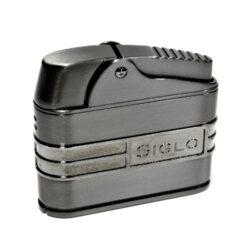 Doutníkový zapalovač Siglo Retro II-Doutníkový zapalovač. Tryskový zapalovač na doutníky obsahuje integrovaný vyštípávač. Zapalovač je plnitelný. Doutníkový zapalovač je dodáván v dárkové krabičce. Výška 5 cm.