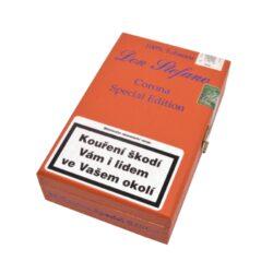 Doutníky Don Stefano Corona Special Edition, 10ks-Doutníky Don Stefano Corona Special Edition vyrobené v Německu. Doutníky jsou dodávané v dřevěné krabičce po 10 ks. Odběr po celém balení.  Délka: 130 mm Průměr: 17 mm Typ doutníku dle skladování: doutníky vlhké  Krycí list: Ecuador Vázací list: Německo(Pfalz) Náplň: Kuba