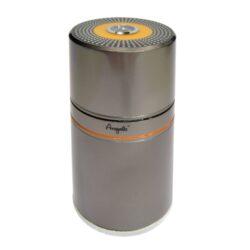 Humidor na doutníky Angelo 7D, cestovní-Kvalitní cestovní humidor na doutníky s kapacitou 7 doutníků. Stylový kovový humidor Angelo je vybavený vlhkoměrem a ve spodní části zvlhčovačem s houbou. Pro zavlhčení je nutné spodní část s perforovanou vnitřní plochou rozšroubovat a houbu nechat nasát v antibakteriálním roztoku pro humidory. Prostor pro doutníky max. 18 cm výška, průměr otvorů 2,4 cm. Celkový rozměr humidoru: 20x9 cm.