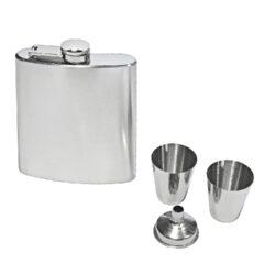 Placatka nerezová s pohárky čistá, 200ml-Sada nerezová placatka na alkohol (likérka) s pohárky. Placatka má objem 200ml. Obsah sady: likérka, 2 pohárky, nálevka. Povrchová úprava placatky: broušený nerez.