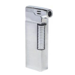 Dýmkový zapalovač Hadson Kansas Pipe, stříbrný-Dýmkový zapalovač Hadson s kamínkovým zapalováním. Kvalitně zpracovaný zapalovač pro kuřáky dýmky je vybavený bočním plamenem a praktickým integrovaným dýmkovým příslušenstvím, které každý kuřák dýmky každodenně potřebuje. Na spodní straně zapalovače najdeme plnící ventil a ovládání intenzity plamene. Zapalovač je dodáván v dárkové krabičce. Výška 7,7 cm.