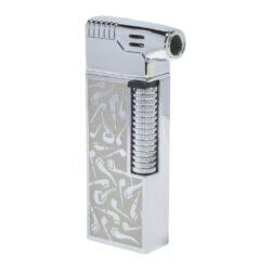 Dýmkový zapalovač Hadson Kansas Pipe, stříbrné dýmky-Dýmkový zapalovač Hadson s kamínkovým zapalováním. Kvalitně zpracovaný zapalovač pro kuřáky dýmky je vybavený bočním plamenem a praktickým integrovaným dýmkovým příslušenstvím, které každý kuřák dýmky každodenně potřebuje. Na spodní straně zapalovače najdeme plnící ventil a ovládání intenzity plamene. Zapalovač je dodáván v dárkové krabičce. Výška 7,7 cm.