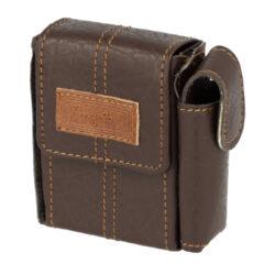 Pouzdro na cigarety Angelo Box, tmavěhnědé-Pouzdro na cigarety (pouzdro na krabičku cigaret) velikosti KING SIZE. Cigaretové pouzdro má boční uzavíratelnou kapsou na zapalovač. Rozměry: 8,7x6,1x2,4cm. Pouzdro na cigarety je z prošívané syntetické kůže.