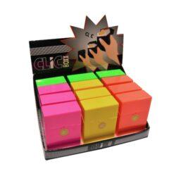 Pouzdro Clic Boxx Neon II na cigarety-Pouzdro na cigarety. Pouzdro na cigarety Clic Boxx - pouzdro na krabičku cigaret (20ks) velikosti King Size. Po stisknutí dojde k otevření pouzdra díky pružince. Rozměry: 9,5x5,8x2,4cm. Pouzdro na cigarety je plastové.