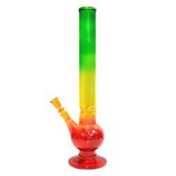 Bong sklo Rasta Ice 45cm, barevný-Skleněný bong Rasta. Atraktivní ice bong v trojbarevném provedení Rasta. Bong je kvalitně vyrobený z tepelně odolného skla a je vybavený výstupky pro udržení kostek ledu k ochlazení kouře. Chillum bongu je jednodílný.  Výška: 45 cm Vnitřní průměr bongu: 4,4 cm Průměr hrdla: 5,2 cm Socket chillumu/kotlíku: 18,8 mm/14,5 mm Sítko do bongu: 15 mm Materiál: sklo