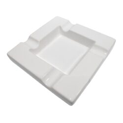 Doutníkový popelník keramický, bílý-Doutníkový popelník na 4 doutníky, keramický. Popelník na doutníky má rozměry 19,5x19,5x3,5cm.