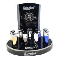 Zapalovač Eurojet Donna, metalický-Zapalovač Eurojet Donna. Plynový zapalovač je v metalické kombinaci gunmetalového a chromového lesklého provedení. Ve spodní části je umístěn plynový plnící ventil a regulace intenzity plamene. Zapalovač je dodávaný v dárkové krabičce. Rozměry: 7,3x2,3x1,5 cm.