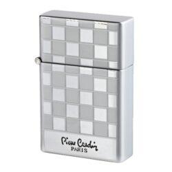 Tryskový Zapalovač Pierre Cardin Angers Chess, chromový-Kovový tryskový zapalovač Pierre Cardin. Zapalovač je plnitelný. Výška zapalovače 5,5cm.
