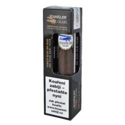 Doutník Stanislaw Robusto Black Line Glass Set ořezávač a zápalky, 1ks-Doutník Stanislaw Robusto Black Line Glass Set. Dárkové balení obsahuje ručně balený doutník, plastový doutníkový ořezávač a zápalky. Doutník z Dominikánské republiky má plnější a silnější chuť. Samotný doutník je balený ve skleněné tubě po 1 ks. Doutníkový set Stanislaw je vhodný nejen pro znalce doutníků, tak i pro začínající nebo příležitostné kuřáky.  Délka: 127 mm Průměr: 19 mm Tvar/velikost doutníku: Robusto Typ doutníku dle skladování: doutník vlhký  Původ doutníku: Dominikánská republika Krycí list: Brazílie Vázací list: Piloto Cubano, Dominikánská republika Náplň: Dominikánská republika