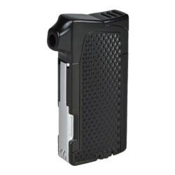 Dýmkový zapalovač Winjet Bernardo, černý-Moderní dýmkový zapalovač Winjet s trojdílným příslušenstvím pro dýmku. Kvalitně zpracovaný kovový zapalovač pro kuřáky dýmky s bočním plamenem je v polomatném černém provedení. Příjemná hrubší textura na povrchu zapalovače zabraňuje vyklouznutí z ruky. Dýmkový zapalovač je vybaven praktickým integrovaným dýmkovým příslušenstvím, které každý kuřák dýmky každodenně potřebuje. Na spodní straně zapalovače najdeme plnící ventil a ovládání intenzity plamene. Zapalovač je dodávaný v dárkové krabičce. Výška 7,5cm.