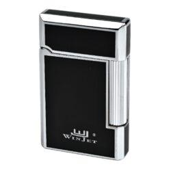 Zapalovač Winjet Paris black-chrome-Elegantní zapalovač Winjet Paris s kamínkovým zapalováním. Kvalitně zpracovaný kovový zapalovač v černochromové kombinaci s lesklým povrchem má na boku škrtací mechanismus. Ve spodní části je umístěn plnící ventil plynu a ovládání intenzity plamene. Výměna kamínku se provádí v horní části zapalovače. Zapalovač je dodáván v originální dárkové krabičce vyložené jemným sametem. Součástí balení jsou tři náhradní kamínky. Výška 6cm.